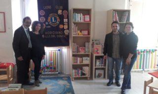 Lions Club Valle del Conca donano 500 euro di libri alla biblioteca di Morciano